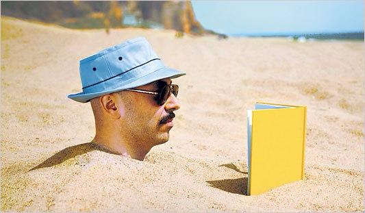 leer-en-la-playa-1